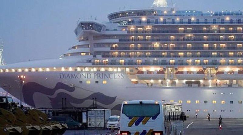 Українці відмовились евакуюватися з лайнера, на якому виявили коронавірус