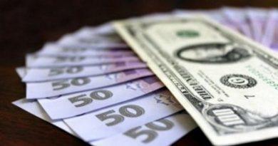 В Україні подорожчали долари та євро